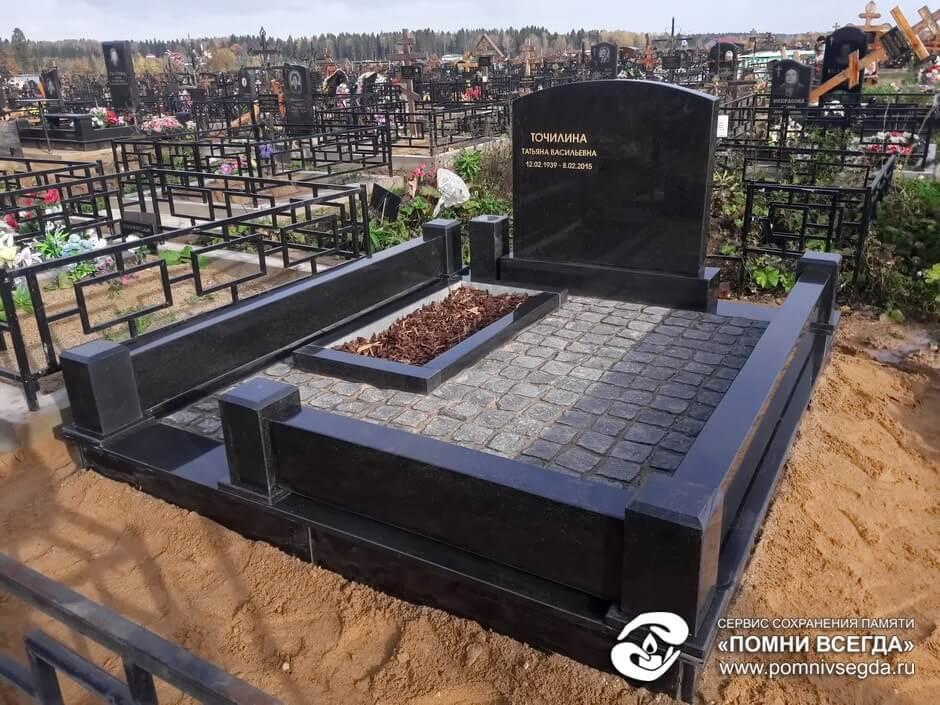 Мемориальный комплекс из двух видов гранитов Пущино памятник из гранита Невинномысск